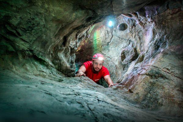 人工洞窟とは?